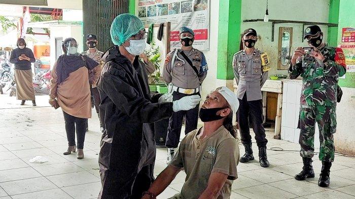 Dua Pedagang Positif Covid-19, 44 Orang di Pasar Manggar Belitung Timur Diswab Antigen