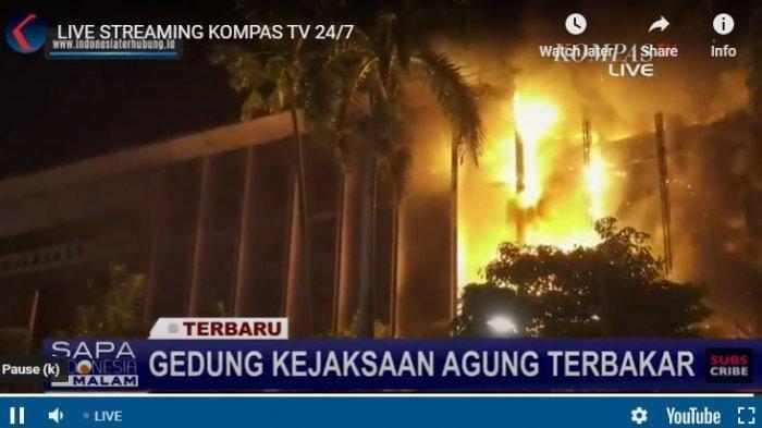 Sabtu Malam Gedung Kejaksaan Agung RI Terbakar, Hampir Setengah Gedung Utama Dilahap Api