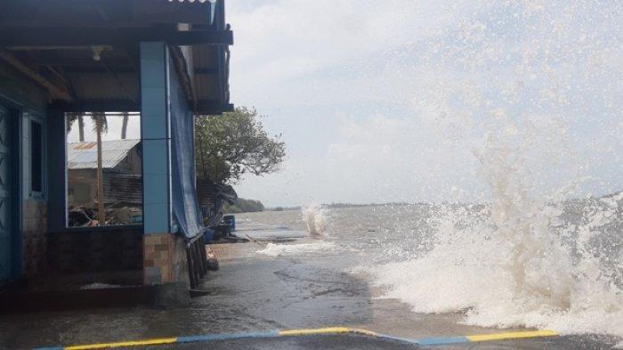BPBD Belitung Timur Sebut Gelombang Besar Terjadi di 5,6 Km Garis Pantai