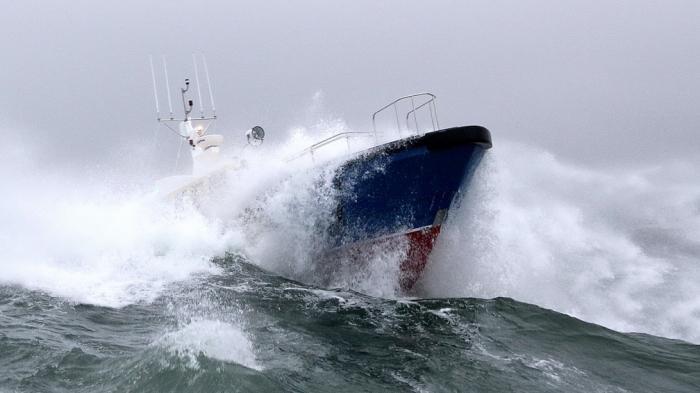Cuaca Ekstrem, Pemerintah Terbitkan Maklumat Pelayaran, Gelombang Laut Hingga 7 Meter
