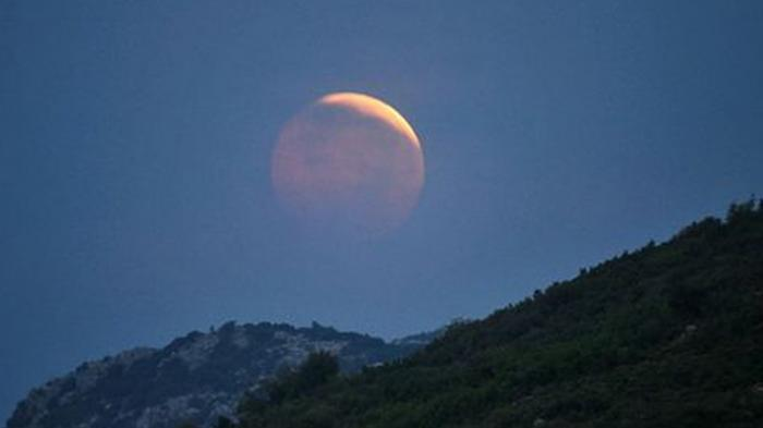 Mitos Ditelannya Matahari dan Bulan Oleh Rau Sebabkan Gerhana