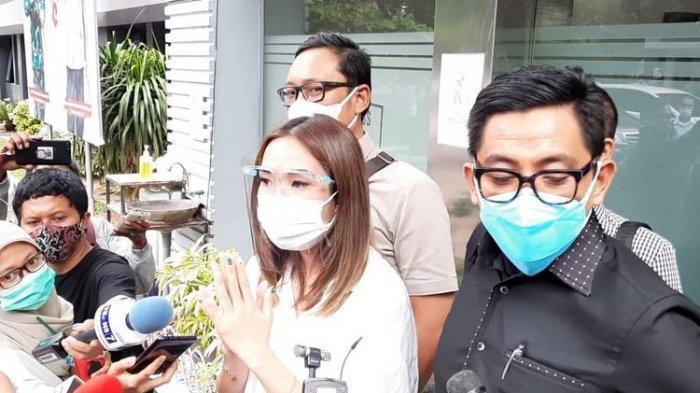 Gisella Anastasia usai menjalani pemeriksaan keduanya sebagai saksi  di Polda Metro Jaya terkait dugaan video syur mirip dirinya, Rabu (23/10/2020)