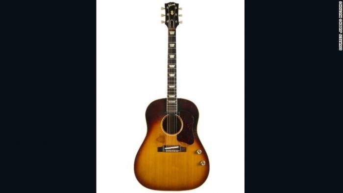 Fantastis, Gitar John Lennon yang Hilang Terjual Rp 32,9 Miliar