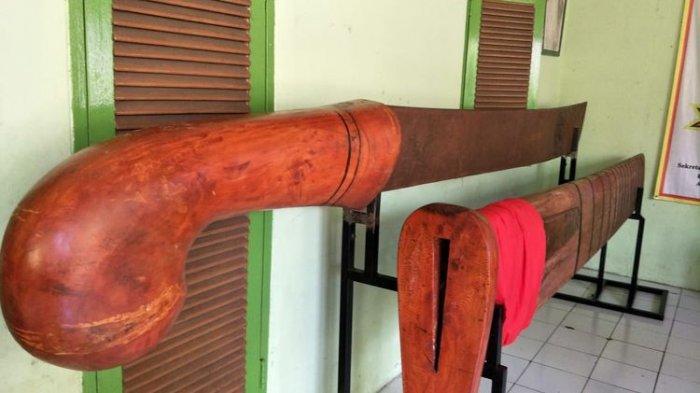 Golok Sorenan, Golok Raksasa Dari Depok yang Panjangnya 4,5 Meter