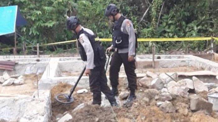 Breaking News: Tim Jihandak Brimob Sisir Lokasi Temuan Granat Hingga Malam Hari