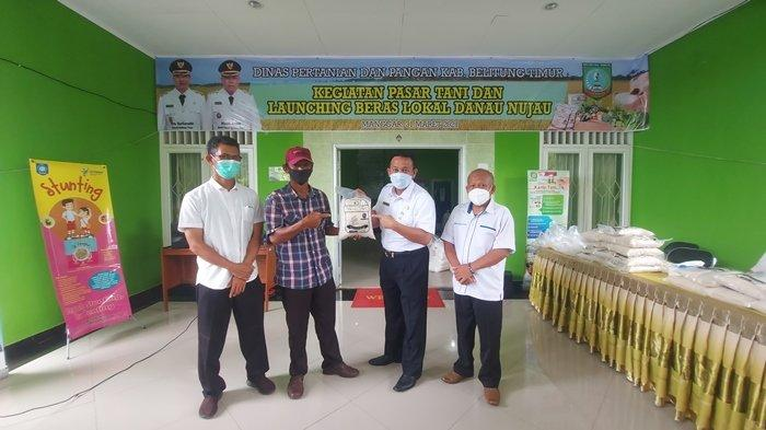 Bupati Burhanudin Borong Beras Danau Nujau dan Produk Petani Lokal