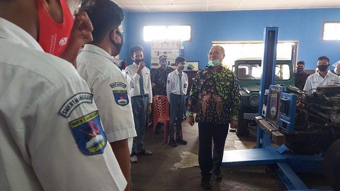 Gubernur Erzaldi Janji Kasih Dua Mobil dan Bangun Bengkel Umum untuk Siswa SMK Negeri 1 Manggar