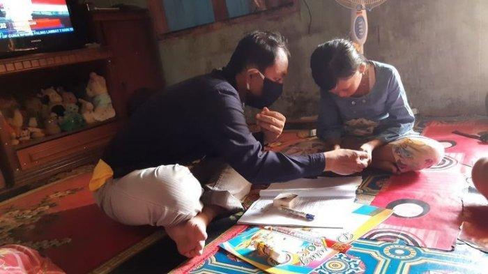 Kisah Guru Rela Mengajar ke Rumah Siswa, Orang Tua tak Punya Smartphone dan TVRI tak Terjangkau