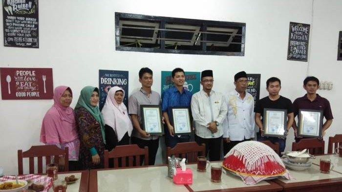 LPPOM Serahkan Sertifikat Halal kepada 6 Pelaku Usaha di Belitung, Rencana Bakal Lakukan Sidak