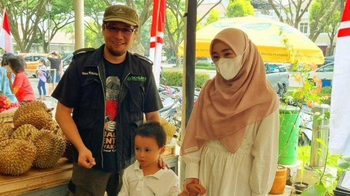 Pegiat dakwah Hanny Kristianto membegikan foto silaturahim dengan Larissa Chou di Kota Baru Parahyangan, Jawa Barat, Rabu (8/9/2021). Foto ini diunggah di akun Instagram Hanny Kristianto.