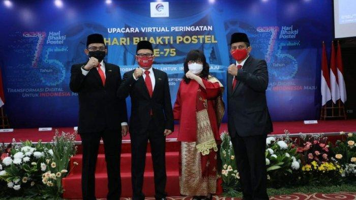 Presiden Joko Widodo Menganugerahkan Satyalancana Wirakarya kepada Empat Insan Telkomsel