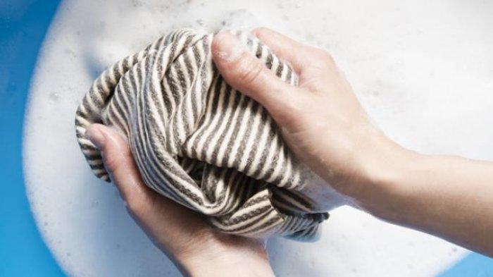 10 Cara Ampuh Hilangkan Noda Tinta pada Pakaian Sesuai dengan Jenis Kain