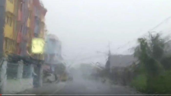 Kejadian Langka Hujan Deras Hanya Guyur 1 RT, Rekaman Video Diunggah di TikTok Jadi Viral