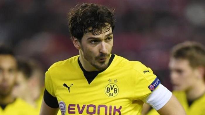 Bayern Muenchen Boyong Bek Andalan Borussia Dortmund