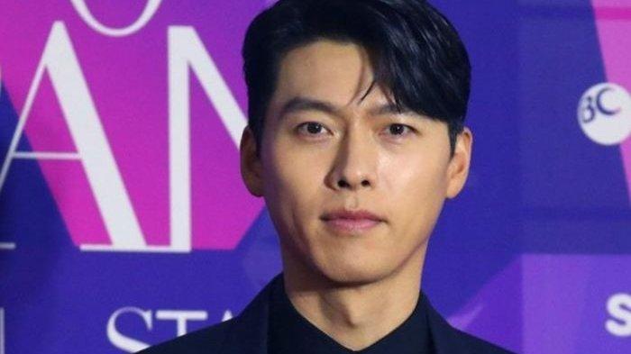 Hyun Bin Ucapkan Terima Kasih untuk Sang Kekasih saat Menangkan Daesang di APAN Star Awards 2020