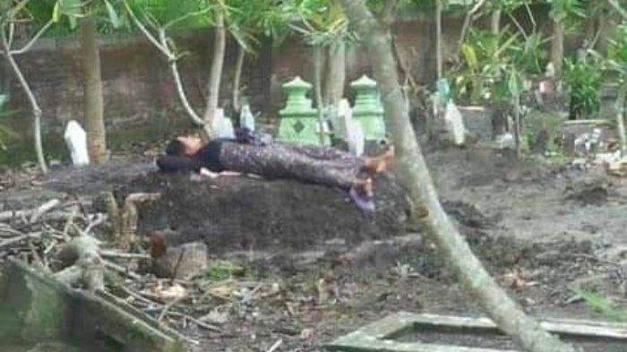 Ibu Tidur di Makam Putrinya yang Tewas Tabrak Lari, Fotonya Tersebar Viral di Facebook