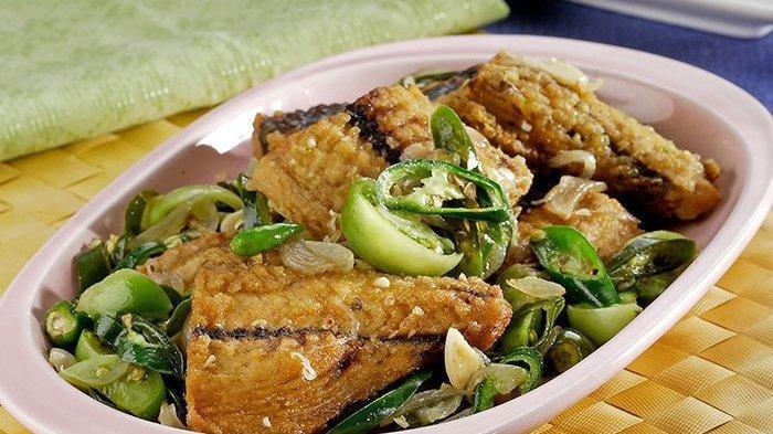 Semua Pasti Tergoda Untuk Menyantap Ikan Tongkol Bumbu Iris Lezat Ini