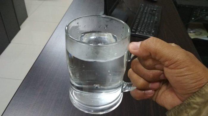 Minum Air Hangat Juga Bermanfaat bagi Kulit Lo! Ini Deretan Manfaatnya