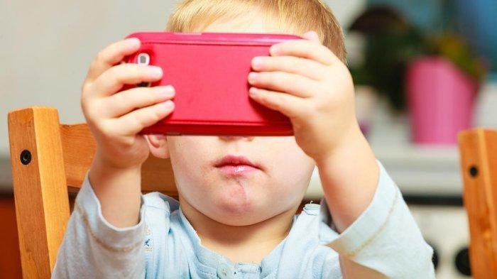 Alasan Balita Tak Boleh Diberi Smartphone, Ternyata Bisa Pengaruhi Kesehatan Mental