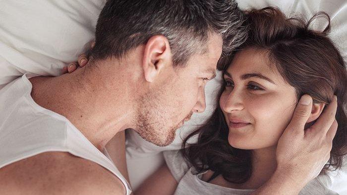 Ilmuwan Jepang Ini Sebut Memeluk, Mencium & Bercinta Dapat Sembuhkan Penyakit yang Tak Tersembuhkan