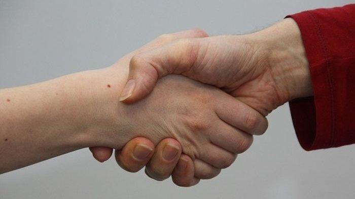Ketahui Gaya Berjabat Tangan dan Kepribadian yang Terlihat di Baliknya, Anda Termasuk yang Mana?