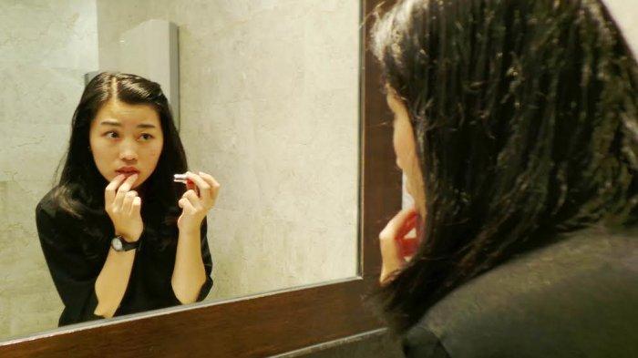 Tak Hanya Madu, Mengatasi Bibir Kering Juga Bisa Pakai Bahan-bahan Alami Ini, Coba Pakai Timun