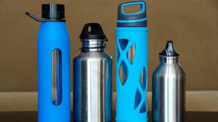 Jangan Sepelekan Kebersihan Botol Minum karena bisa Berlumut, Begini Cara Tepat Membersihkannya