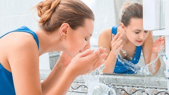 Pentingnya Memersihkan Wajah Dua Kali Sehari dan Manfaat Mencuci Muka