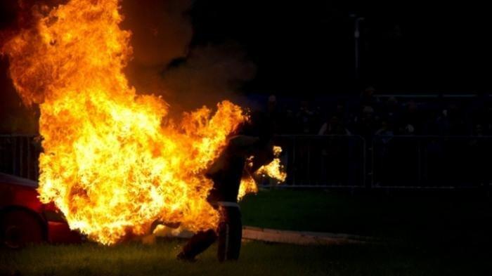 Ridwan Mengerang Kesakitan, Tubuh Melepuh Gosong dan Menghitam, Dibakar OTD Ceburkan Diri ke Parit