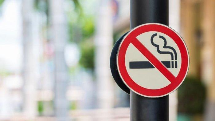 Banyak yang Tak Tahu :  Pengemudi Motor Dilarang Merokok Saat Berkendara, Bisa Didenda Rp750 Ribu