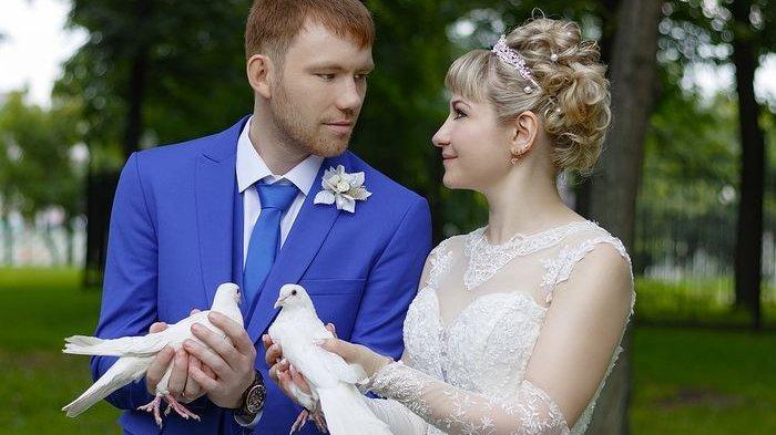 Pria ini Menangis Lihat Temannya Datang Reuni Bawa Istri Sangat Cantik, Ternyata Ini yang Terjadi
