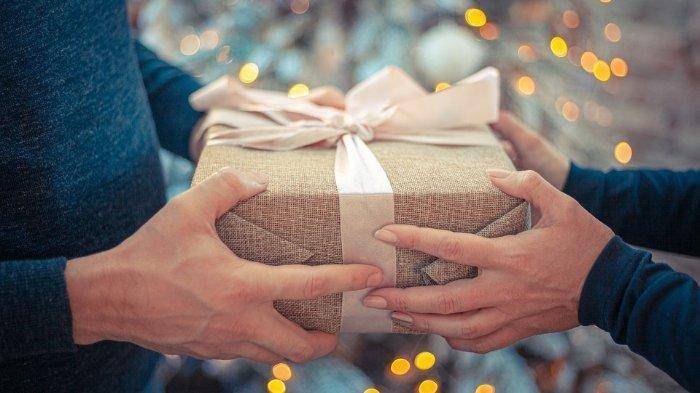 Baju Hitam dan Saputangan, Mitos Sejumlah Benda yang Tak Boleh Dijadikan Hadiah di Berbagai Negara
