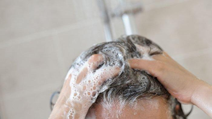 Cek Shampo Kita Punya 5 Bahan Berbahaya Ini Enggak!