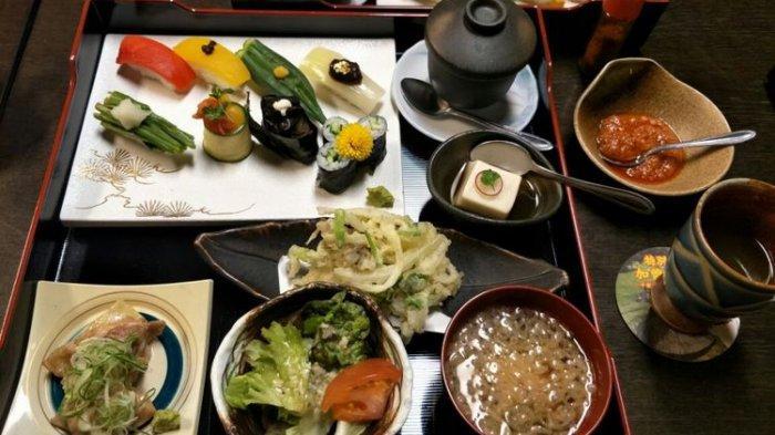 Mengenal Etika Makan di Jepang, Satu di Antaranya Siku Tidak Boleh Diletakkan di Atas Meja