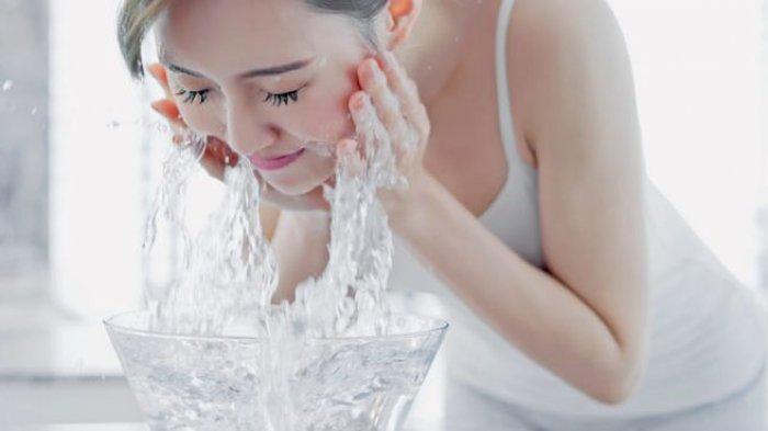 Meski Sepele Hindari 3 Kesalahan dalam Mencuci Wajah, Justru Dapat Membuatnya Kusam!