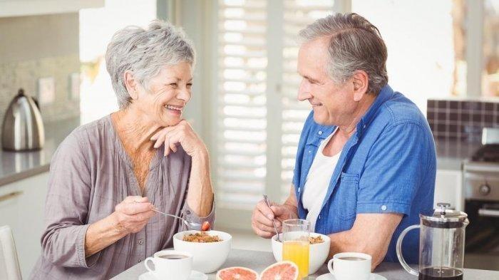 Anda Berusia di Atas 50 Tahun? Begini Cara Meningkatkan Sistem Imun Tubuh