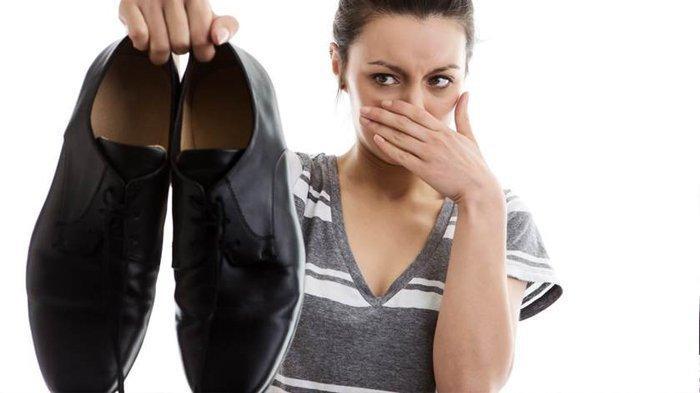 Enggak Betah Pakai Kaus Kaki? Begini Caranya Mencegah Sepatu Bau
