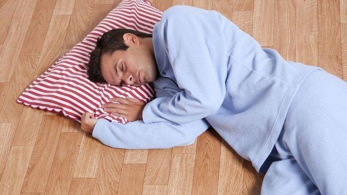 Selama Ini Dianggap Bikin Sakit, Tidur Tanpa Kasur Malahan Terhindar dari Penyakit Mengerikan Ini!