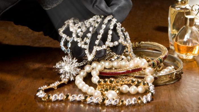 Rayakan Imlek, Jangan Gunakan Perhiasan Berlebihan saat Keluar Rumah