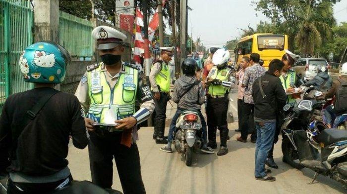 Ketakutan, Ayah dan Anak Bawa 2 Kg Emas Sembunyi untuk Hindari Razia Polantas