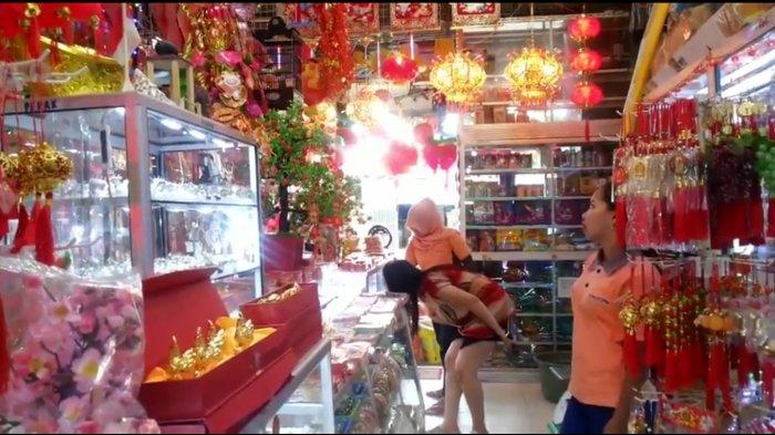 5 Tradisi Unik Warga Tionghoa Sambut Imlek, Bersih-bersih Rumah hingga Makna Bagi-bagi Angpao
