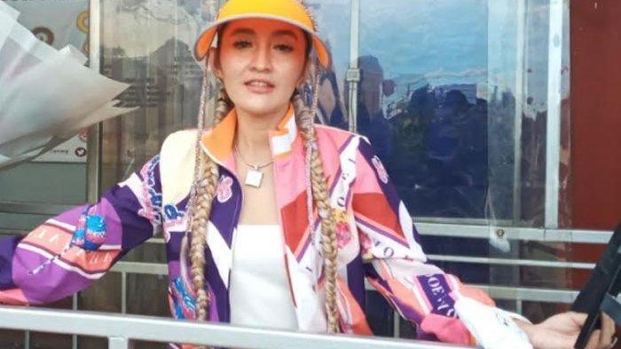 Sosok Indah Sari, Sempat Jadi Model Majalah Dewasa, Pakai Baju Pengantin Disebut Pacar Saiful Jamil