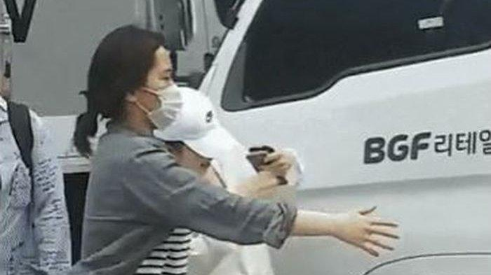 Niatnya Mau Menghindari Sorotan Kamera Paparazzi, Kepala Irene Red Velvet Terbentur Kaca Spion Truk