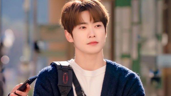 Gantengnya Jaehyun NCT Jadi Mahasiswa Cerdas dan Ramah Senyum di Teaser Drama Dear M!
