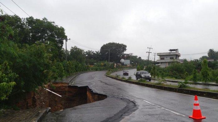 Diduga Karena Hujan, Jalan Provinsi di Belo Laut Ambles