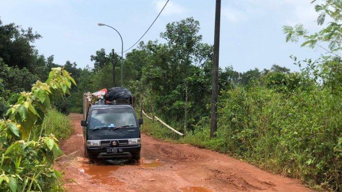 Akses Jalan Sangat Parah, Lokasi Akhir Pembuangan Sampah TPA Gunung Sadai Terancam Putus