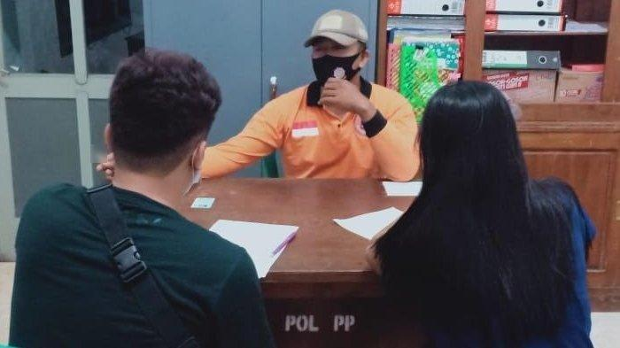 Pasangan yang diamankan petugas mendapatkan pembinaan di Kantor Satpol-PP Kota Kediri, Sabtu (21/11/2020) dini hari.