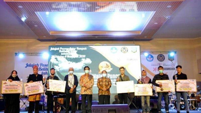 Pemkab Belitung Timur Dukung Jalur Rempah Jadi Warisan Dunia - jelajah-pesona-jalur-rempah-bupati-belitung-timur-yuslih-ihza-berfoto-bersama-tamu-undangan.jpg