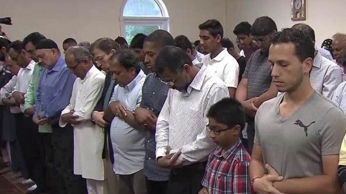 Ini Suasana Saat Jenazah Muhammad Ali Dibawa ke Masjid River Road