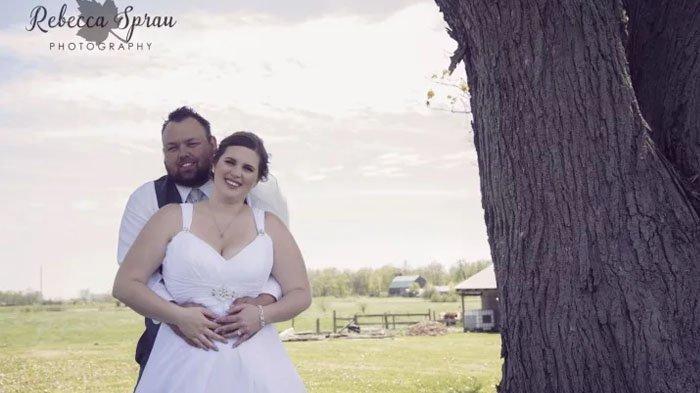 Penampakan Aneh dari Foto Pasangan Pengantin Ini